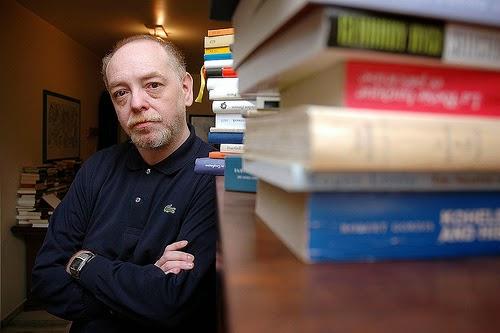 """Nelson Ascher: """"O Brasil produziu ficção boa e realista, mas a ficção boa não é especialmente realista e a ficção realista…"""""""